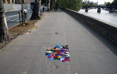 Décorations de nids de poules parisiens decoration tissus trottoir paris nid poule trou 01