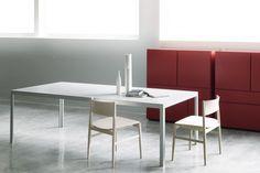 FRACTAL leggi le caratteristiche di questo tavolo e i vari materiali usati o uabili, mi sembra molto adatto.