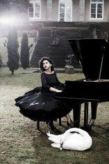 Khatia Buniatishvili (Piano) - Short Biography [More Photos] Classical Music, More Photos, Contemporary Artists, Biography, Piano, Goth, Glamour, Style, Musicians