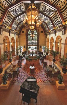 The grand dame of Downtown Los Angeles hotels. The rendezvous court.
