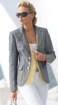 Fresh Ways to Learn How to Wear a Blazer - Pouted Magazine Stylish Street Style, Stylish Work Outfits, Business Casual Outfits, Classy Outfits, Chic Outfits, Fashion Outfits, Teen Fashion, Spring Fashion, Winter Fashion