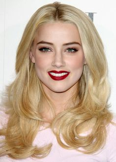 Amber heard so damn gorgeous !