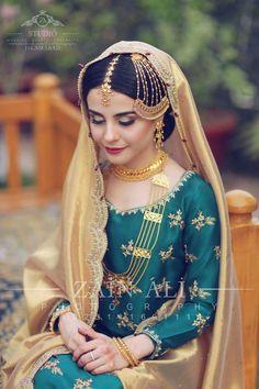 bridal jewelry for the radiant bride Hijab Wedding Dresses, Bridal Outfits, Hijab Bride, Nikkah Dress, Shadi Dresses, Bridal Hijab, Indian Bridal Fashion, Pakistani Wedding Dresses, Bridal Looks