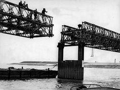 Aanleg noodbrug voor aanleg Haringvlietsluizen Bridges, Holland, Louvre, Sea, History, Building, Travel, The Nederlands, Construction