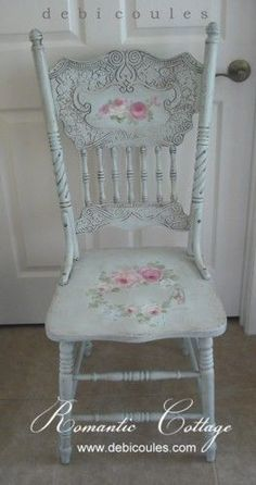 Une idée de ce qu'on peut faire avec une chaise. Debi Coules Antique Romantic Hand Painted Chair. Available at www.debicoules.com