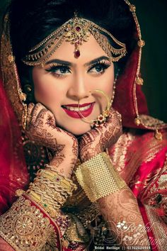 Indian Wedding Couple Photography, Indian Wedding Bride, Wedding Girl, Bride Photography, Wedding Couple Poses, Indian Bridal Photos, Beautiful Indian Brides, Wedding Stills, Bride Poses