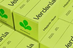 Brand Packaging, Packaging Design, Ecommerce Packaging, Box Branding, Branding Ideas, Layout Design, Print Design, Typography Layout, Packing