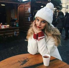 69 Ideas for holiday outfits winter seasons Winter Mode Outfits, Winter Fashion Outfits, Holiday Outfits, Autumn Winter Fashion, Snow Fashion, Fall Fashion, Christmas Look, Winter Instagram, Poses Photo