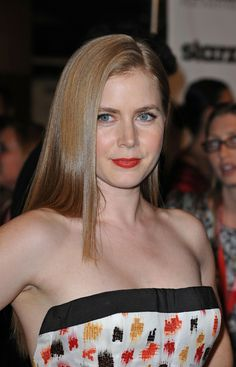Amy Adams: What Fans Should Know - Celebrities Female Logan Lerman, Amanda Seyfried, Actress Amy Adams, Sarah Michelle Gellar, Hollywood Actresses, Beautiful Actresses, Celebrity Photos, American Actress, Her Hair