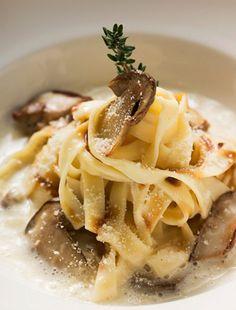 Pasta al funghi Pesto Pasta, Bolognese, Macaroni And Cheese, Spaghetti, Ethnic Recipes, Food, Bread, Mac And Cheese, Breads
