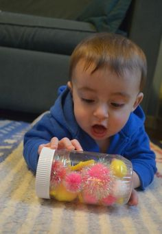 Make your own discovery for babies! A Dr. Seuss inspired sensory bottle that takes 5 minutes to make and leaves no mess.