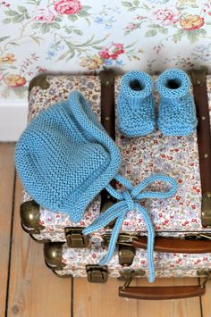 Ravelry: Maja-mössan pattern by Maja Karlsson Baby Hats Knitting, Knitting For Kids, Baby Knitting Patterns, Knitted Hats, Knit Crochet, Crochet Hats, Baby Barn, Newborn Shoes, Baby Boots