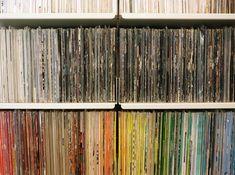 Vitsoe 606 shelving system storing vinyl