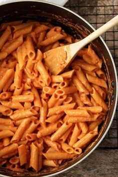 This Penne Alla Vodka recipe is the perfect blend of tomato, heavy cream, garlic, and onions simmered together to make a unique, pink sauce. Penne Vodka, Vodka Sauce, Penne Recipes, Cooking Recipes, Healthy Recipes, Food Cravings, Pasta Dishes, Italian Recipes, Healthy Eating