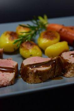 Dieses zarte Rosmarin Balsamico Schweinefilet schmeckt unglaublich lecker sowohl warm als auch kalt. Ein tolles Rezept auch zum Brunchen oder für ein Buffet