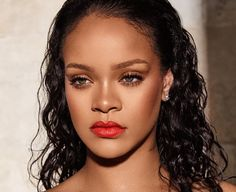 Wow, Rihanna is one of the few not feeling the polar vortex. While it might be already freezing in the Midwest, Rihanna has decided to turn on the Looks Rihanna, Rihanna Fan, Rihanna Style, Rihanna Daily, Human Wigs, Remy Human Hair, Lace Front Wigs, Lace Wigs, Maybelline