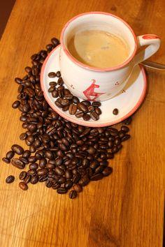 Heute, TAG DES KAFFEES - 2016 erstmals als International Coffee Day weltweit gefeiert - #kitzbühel #kitzshop hier gibt's die Tasse