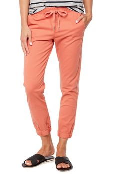 The cuffed chino in peach Stylish Clothes For Women, Colourful Outfits, Pants For Women, Sweatpants, My Style, Womens Fashion, Cotton, Shell