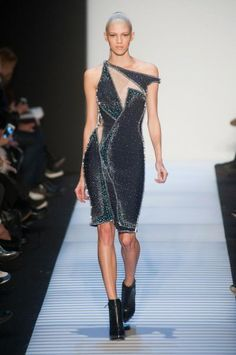 See the entire collection from the Hervé Léger By Max Azria Fall 2014 Ready-to-Wear runway show. Herve Leger, I Love Fashion, High Fashion, Fashion Show, Women's Fashion, Max Azria, Nyc, Street Style, York