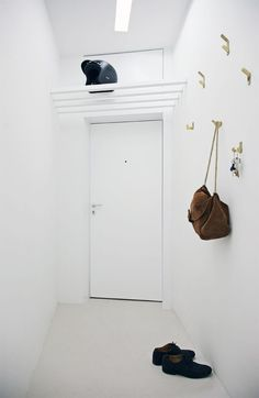 20 IDEAS PARA DECORAR TU ENTRADA   INUK HOME blog Decoration, Rue, Interior Inspiration, Ideas Para, Tall Cabinet Storage, Minimalism, Household, Simple, Furniture