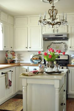 beautiful kitchen...note the wood trim at the base of the breadboard backsplash....neat touch