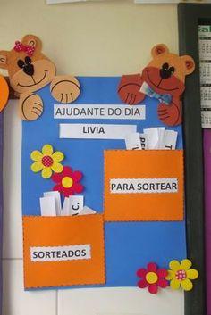 Olá amigos, a dica de hoje é a decoração da sala de aula da Ana Paula Bertoncine Teixeira . Ficou muito linda e com certeza as crianças...