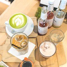Die Brüher - Ein Coffeedate bei 35 Grad in Linz - coral and mauve Mauve, Barware, Coral, Foods, Drinks, Tableware, Linz, Food Food, Drinking