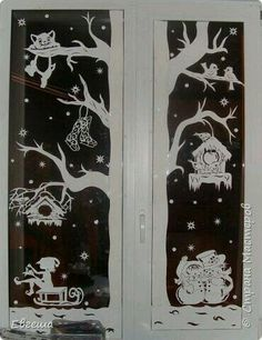 Have you ideas to easily decorate your window? Do not let the stress of decorating you lose the spirit of Christmas.Here are some wonderful Christmas window decorations for you. Browse them and we're sure you'l find the one you want. Christmas Paper, Christmas And New Year, Winter Christmas, Christmas Holidays, Christmas Ornaments, Christmas Window Decorations, New Years Decorations, Christmas Windows, Paper Art
