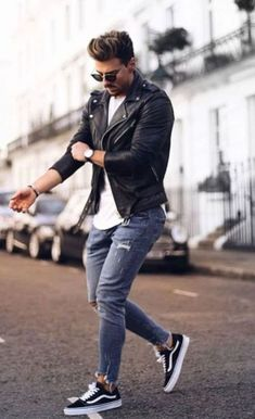 Amazing 48 Stunning Mens Casual Summer Fashion Ideas We 🧡 www.c… Amazing 48 Stunning Mens Casual Summer Fashion Ideas We Mode Outfits, Casual Outfits, Casual Wear, Dress Casual, Simple Outfits, Winter Outfits, Airport Outfits, Street Mode, Men Street