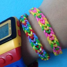 Pulseras de gomitas. Rainbow Loom, Happy Kids, Weaving, Bracelets, Diy, Jewelry, Bangles, Loom Bands, Tiny Gifts