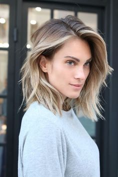 Couleur cheveux courts 2017 - New Hair Styles Ombre Hair Cheveux Court, Brown Blonde Hair, Icy Blonde, Bright Blonde, Ash Blonde Bob, Grown Out Blonde Hair, Blonde In Front, Ash Blonde Balayage Short, Cool Toned Blonde Hair