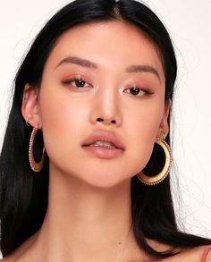 55 Simple Make-up Ideas for Working Style - Style . - Kosmetik - Make up augen Glossy Lids, Glossy Makeup, Eye Makeup, Monolid Makeup, Retro Makeup, Drugstore Makeup, Makeup Brushes, Natural Makeup Looks, Natural Make Up