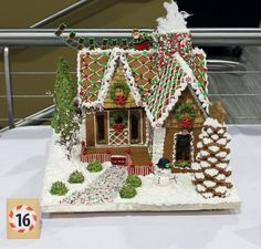 gingerbread house template food and drinks Gingerbread House Template, Cool Gingerbread Houses, Gingerbread House Designs, Gingerbread House Parties, Gingerbread Village, Christmas Gingerbread House, Christmas Treats, Christmas Baking, Christmas Home