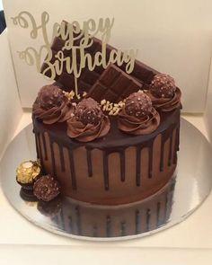 Ferrero Tropfkuchen - Sites new Chocolate Cake Designs, Chocolate Drip Cake, Bolo Chanel, Bolo Tumblr, 25th Birthday Cakes, 20th Birthday, Beautiful Birthday Cakes, Birthday Cake Decorating, Chocolate Birthday Cake Decoration