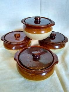 Stoneware Covered Bowls Ramekins Brown Tan Glaze Vintage Pottery Baking Onion Soup Baked Beans by CreateVintageUpcycle on Etsy Kitchen Items, Home Decor Kitchen, Kitchen Things, Kitchen Gadgets, Tiffin Lunch Box, Pyrex Lids, Pottery Painting Designs, Bean Pot, Ceramic Jars