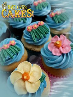 🌴 Matching Hawaiin themed 1st Birthday Cupcakes. #1stbirthday #luauparty #cupcakes #makeawishcakes 1st Birthday Cupcakes, Themed Cupcakes, Hawaiin Theme, Cake & Co, Luau Party, Make A Wish, Custom Cakes, Yummy Cakes, How To Make Cake