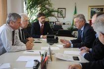 Executivo discute meios para desburocratizar a vida dos empresários no DF - http://noticiasembrasilia.com.br/noticias-distrito-federal-cidade-brasilia/2015/05/29/executivo-discute-meios-para-desburocratizar-a-vida-dos-empresarios-no-df/