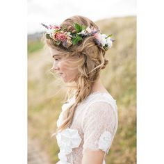 Perfect bohemian flower braid for the big day.