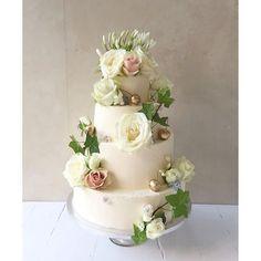 Wedding cake by Lily Vanilli