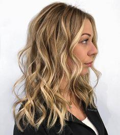 Medium+Wavy+Honey+Blonde+Hairstyle