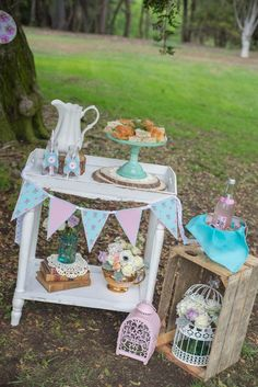 Rustic Chic Floral party for a Baby Shower idea Ideas Decoracion Cumpleaños, Ideas Para Fiestas, Mothers Day Decor, Mothers Day Brunch, Picnic Birthday, Tea Party Birthday, Alice In Wonderland Tea Party, Party Planning, Party Time