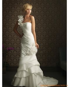 2013 Schlanke Brautmode aus Taft Einschulterträger und verziertes Korsett falter und schichtiger Rock mit Schleppe