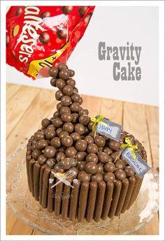 Gravity cake Voici le gâteau demandé par mon fiston pour son anniversaire : un gravity cake! C'est la première fois qu'il me demande un gâteau, alors j'ai voulu lui faire plaisir. Pas si compliqué si on peut se procurer un spray réfrigérant, car je vous...