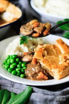 Steak and ale pie is a traditional British comfort food. This dish is full of veggies, mushrooms, and puff pastry. Your family will love this for dinner! Steak Ale Pie, Steak And Ale, Irish Recipes, Pie Recipes, How To Make Steak, Frozen Steak, Homemade Tomato Sauce, Supper Recipes, Beef Dishes