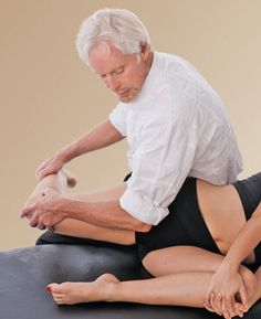 Myoskeletal technique for hip and back pain In the early century, sacroiliac joint syndrome (SIJ) was the most common medical diagnosis for low back pai Levator Ani, Massage Corps, Si Joint Pain, Thai Massage, Massage Techniques, Nerve Pain, Pelvic Floor, Massage Therapy, Physical Therapy