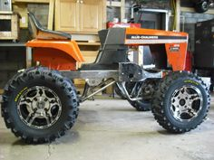 """Inbred Allis-Chalmers"" Hybrid (Unfinished). Side view Yard Tractors, Lawn Mower Tractor, Small Tractors, Garden Tractor Pulling, Homemade Go Kart, Homemade Tractor, Diy Go Kart, Welding Cart, Outdoor Furniture Plans"
