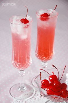 """Darling Shirley Temples make the perfect """"special"""" drink for a little girl party - no matter the theme or occasion. Shirley Temple Drink, Shirley Temple Recipe For Kids, Red Drink, Cherry Drink, Drink Me, Food And Drink, Girls Tea Party, Tea Party Birthday, Party Drinks"""