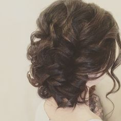 Before the orchids. #weddinghair #brideshair #updo #bride #wedding #hair #fourseasons #hikingbride #mountaingirl #curlyhair