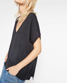 T-shirt básica (preto): ZARA TRF (7,95€) ✓