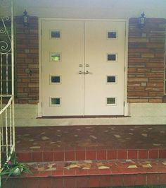Barbra installs mid century style front doors from Therma-Tru's new line - Retro Renovation